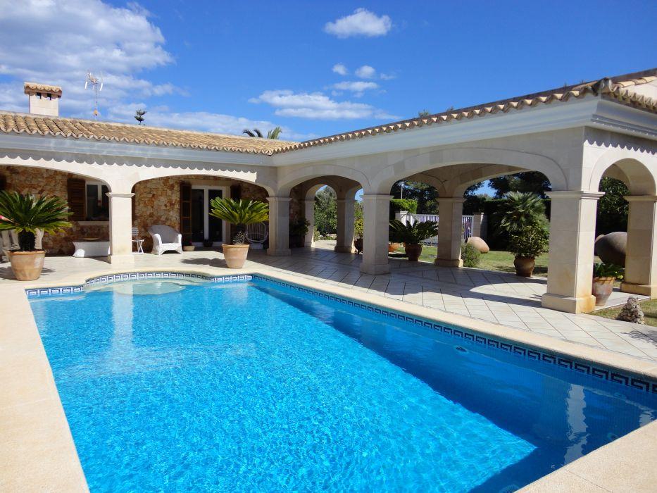 Casas bonitas con piscina gallery of casa con piscina for Nivel de cloro en piscinas