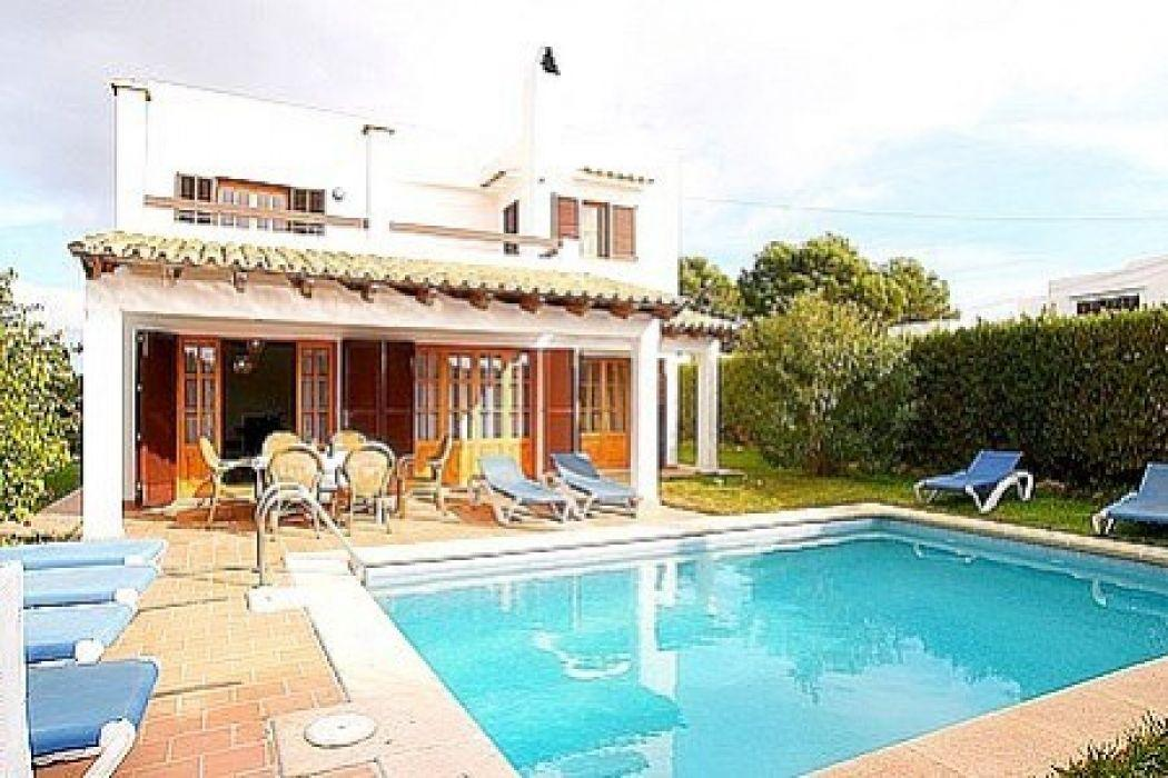 Beautiful house with swimming pool near the beach for Beautiful house with swimming pool